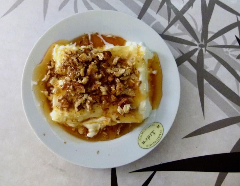 Yoghurt and honey