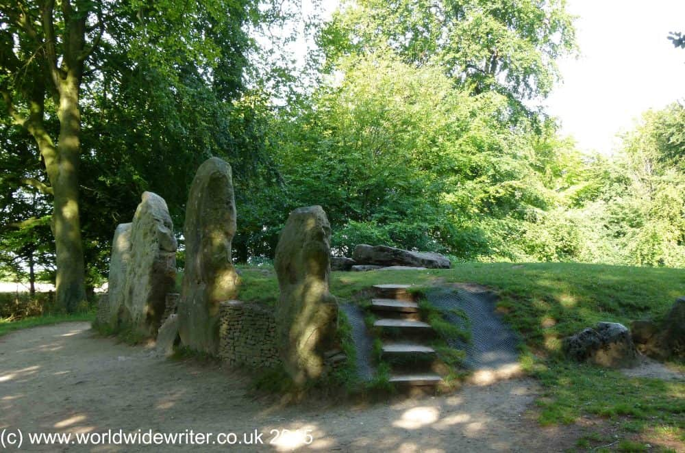 Wayland's Smithy, an ancient mound surrounded by stones