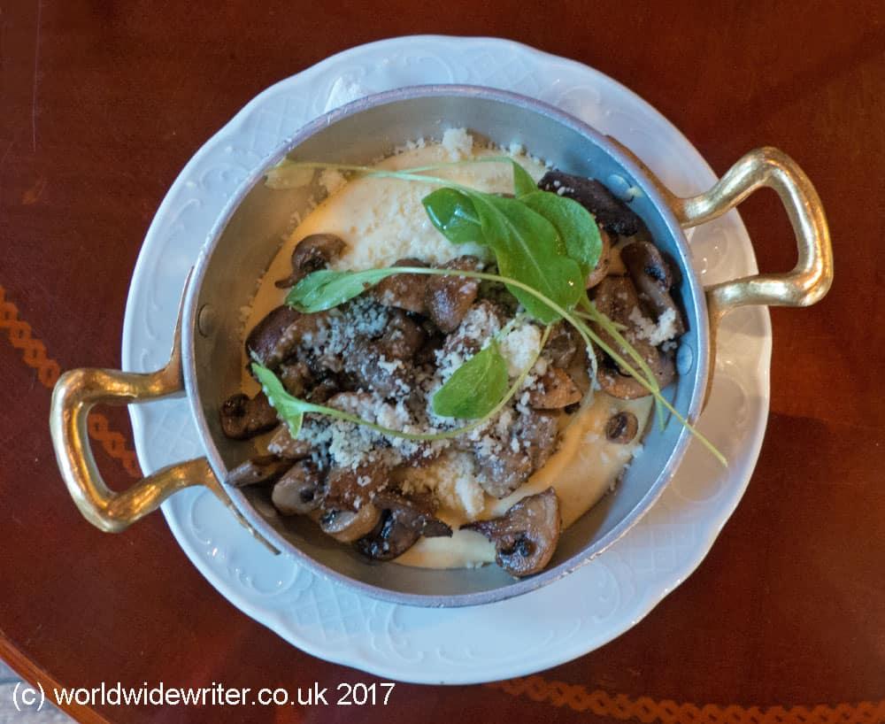 Polenta and mushrooms