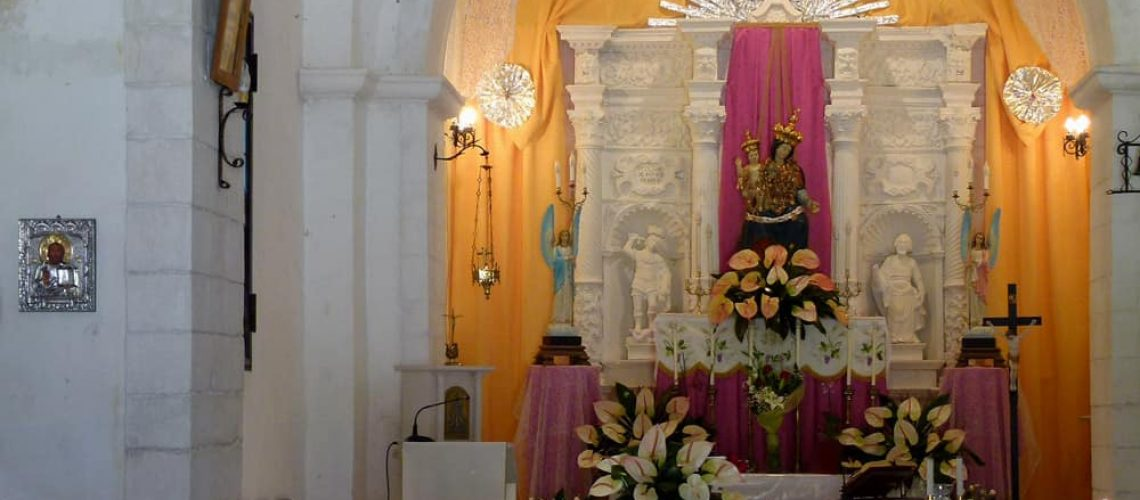Altar and flowers in the church of Santa Maria Pura